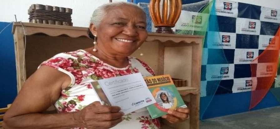 Além da entrega de mais de 50 Carteiras do Artesão, Sedetur distribuiu material sobre educação financeira e certificado aos participantes(Fotos: Ascom/Sedetur)
