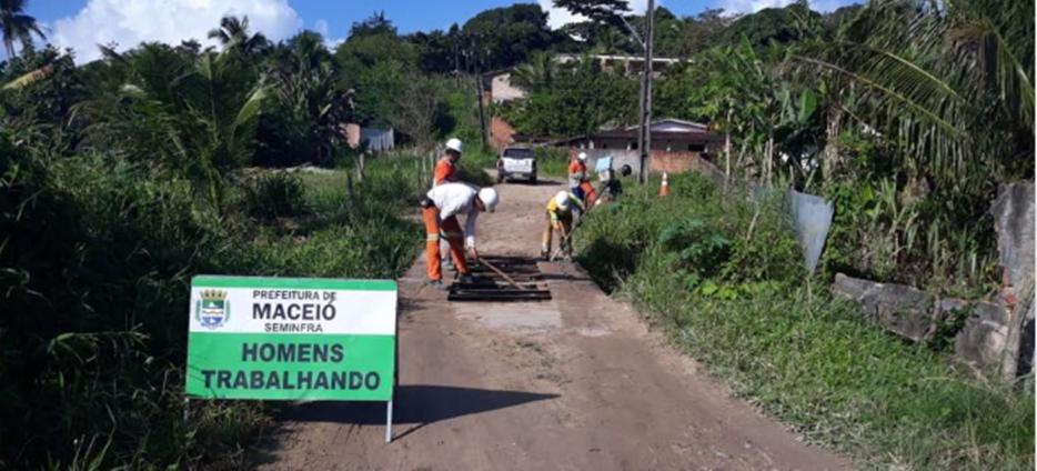 Equipe da Seminfra durante trabalho na ponte em Rio Novo