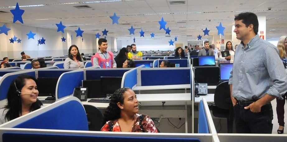 Prefeito Rui Palmeira em visita à empresa Almaviva. Foto:Marco Antônio/Secom Maceió