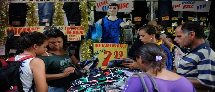 Comércio de rua. Foto: Agência Brasil/Rovena Rosa